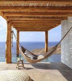Relax en una hamaca en un día soleado y a la sombra de un porche ¡Perfecto!