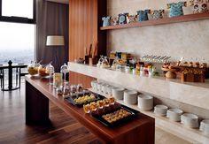 Comienza tu día con un desayuno estilo buffet y vistas de todo Istanbul. Istanbul Marriott Hotel Sisli