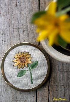 Bela Stitches: sunflower, cross stitch mirror Small Cross Stitch, Cross Stitch Flowers, Cross Stitch Designs, Cross Stitch Patterns, Diy Embroidery, Cross Stitch Embroidery, Small Sunflower, Sunflower Pattern, Cross Stitching