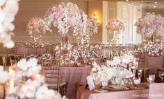 linda decoração rosa e dourada para casamentos