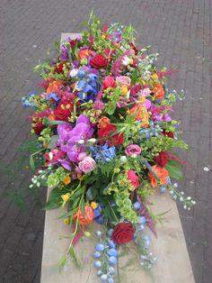 Casket flowers, every colour xx Casket Flowers, Flowers In Jars, Funeral Flowers, Colorful Flowers, Flower Pots, Beautiful Flowers, Wedding Flowers, Arrangements Funéraires, Funeral Floral Arrangements