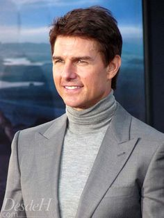 Tom Cruise and more at the Oblivion Premiere red carpet Tom Cruise, Hollywood, Oblivion, Red Carpet, Toms, Reading, Drinks, Movies, Limo