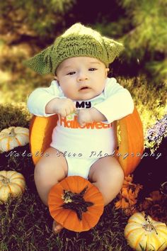 21 halloween costume ideas for kids!DIY Halloween costumes for kidsno sewing necessary! internet at large there are so many great ideas for DIY Halloween costumes out there. Halloween Baby Pictures, Babys 1st Halloween, Newborn Halloween, Fall Baby Pictures, Newborn Pictures, Holiday Pictures, Fall Baby Pics, Baby Pumpkin Pictures, Premier Halloween