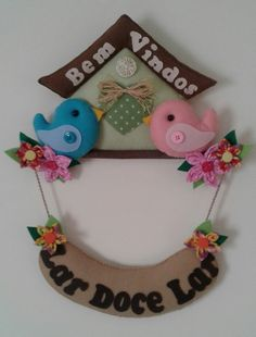 Decoração Bem Vindos - Passarinho Xmas Crafts, Felt Crafts, Diy And Crafts, Crafts For Kids, Felt Animal Patterns, Stuffed Animal Patterns, Fabric Wall Decor, Felt Wall Hanging, Felt Fairy