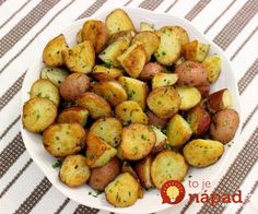 Kulebyaka, the Russian savory pie, goes back in history as one of the traditional dishes of Russian cuisine. Crispy Baked Potatoes, Herb Roasted Potatoes, Baked Potato Recipes, Spicy Recipes, Mexican Food Recipes, Great Recipes, Cooking Recipes, Stuffed Hot Peppers, The Fresh