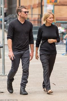 Have Lara Bingle and Sam Worthington tied the knot? Sam Worthington, Story Prompts, Celebrity Couples, Dads, Hipster, Sporty, Actresses, Actors, Celebrities