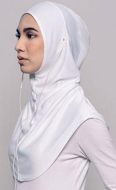 Najwaa Sport Free Hijab in White – Hijab Fashion Hijab Sport, Sports Hijab, Nike Hijab, Hijab Wedding, Hijab Style Tutorial, Hijab Caps, Tactical Wear, Turkish Fashion, Outfit Trends