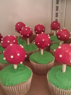 Venus flytrap cupcakes with cakepops for a Super Mario B-Day Party