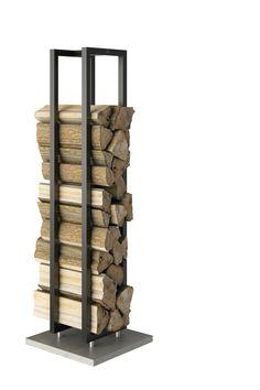 Rais Woodwall frittstående vedholder | Varmefag - spesialister på peiser og ovner. #vedkubber #vedkurv #ektevarme #vedboks