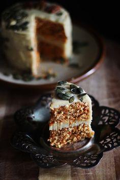 This Rawsome Vegan Life: raw vegan carrot cake with creamy cashew lemon frosting Raw Dessert Recipes, Raw Vegan Desserts, Raw Vegan Recipes, Vegan Treats, Whole Food Recipes, Cake Recipes, Vegan Raw, Lemon Frosting, Cream Frosting