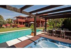 #Vivienda #Malaga Chalet en venta en #Marbella zona Bahia de Marbella #FelizSabado - Chalet en venta por 3.900.000€ , usado, 7 habitaciones, 720 m², 7 baños, con terraza, garaje 1 plaza/s, calefacción no