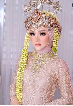 Hijabi Wedding, Wedding Hijab Styles, Kebaya Wedding, Muslimah Wedding Dress, Wedding Poses, Malay Wedding Dress, Dream Wedding Dresses, Bridal Dresses, Bridal Hijab