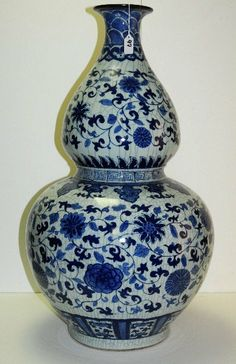 "Palace size Chinese blue and white crackle glaze porcelain double gourd shape vase, H:32"" D:18"""