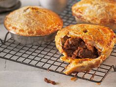 I have made these and they are DELICIOUS! Aussie meat pie: The humble pie became a regular on Australian pub menus in the Today, millions of pies are gobbled up each year around the country. At AFL finals games, about pies are sold in a day! Aussie Food, Australian Food, Australian Recipes, New Zealand Meat Pie Recipe, Empanadas, Pie Recipes, Cooking Recipes, Dinner Recipes, Lamb Recipes