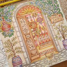 Instagram media akicolo_0710 - 「ララのランプ」 完成しました✨✨どうかな… #ロマンティックカントリー #大人のぬりえ #大人の塗り絵 #コロリアージュ #romanticcountry #coloriage