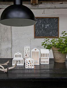 Urbania Teelichthäuser von Kähler Design dienen als urbane Lichtquelle auf Ihrem Tisch oder auf Ihrer Fensterbank an dunklen Herbst- und Wintertagen.
