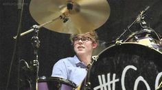 ashton irwin in glasses | Ashton Irwin and glasses: a story of lost love