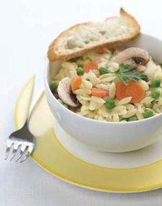 Try this quick and easy risotto-style dish made with orzo pasta. No constant stirring necessary! Risotto style orzo with spring vegetables Side Dish Recipes, Veggie Recipes, Whole Food Recipes, Healthy Recipes, Side Dishes, Orzo Pasta Recipes, Pasta Dishes, Healthy Cooking, Cooking Recipes