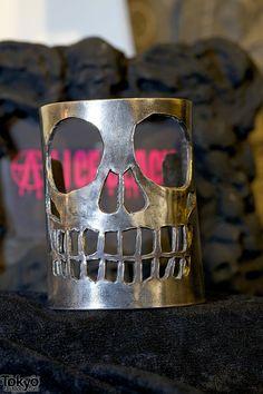 Alice Black Silver Skull Bracelet, would be cool in leather too! Skull Bracelet, Skull Jewelry, Black Jewelry, Gothic Jewelry, Jewelry Accessories, Jewelry Design, Gold Jewelry, Cuff Jewelry, Western Jewelry