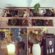 www.mamenohr.dk Flower styling  Styling, blomster og kaktusser til @noevinbar i Odense 🍇🍾🍸❤Der er flere billeder på bloggen www.mamenohr.dk 🤗  #planter#blomster#craspedia#eucalyptus#liljer#plantestyling#indretning#kaktus#kaktusser#styling#Blomsterdekoratør#bloom#flower#flowerista#vinbar#noevinbar#Noe#uro#mobil#styling#hygge#gæster#mamenohr#blogger#kreativt#krea#