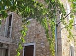 Apartments in Jelsa, Hvar, Dalmatian Coast, Croatia. Book direct with private owner. CR762