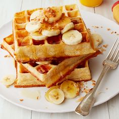 Something I've been meaning to try are these overnight Belgian waffles by Ina Garten! They remind me so much of the waffles I eat in Paris! Cinnamon Waffles, Pancakes And Waffles, Waffle Recipe Ina Garten, Overnight Belgian Waffle Recipe, Waffle Recipes, Brunch Recipes, Chefs, Food Network Recipes, Gluten Free Foods