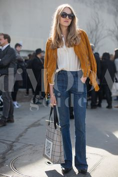 Paris Fashion Week 2015 credits: Andrea Pacini for DMODAGUIDE #pfw #paris #fashion #week #2015 #dmodaguide #hardkore79 #street #style #streetstyle #moda #blogger #model #look #outfit #woman #photo #Andrea #pacini  #loewe