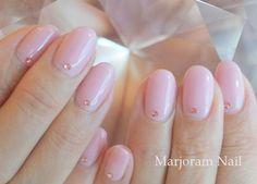 ピンクやベージュのネイルは可愛いも大人っぽいも叶えてくれます☆ 今回はピンクやベージュ、ピンクベージュを使った大人上品なオフィスでもOKなシンプルネイルからゴージャスなネイルまで 絶対マネしたいデザイン50選をご紹介します!