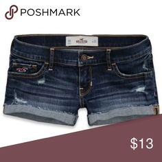 Hollister Co LowRise Denim Short Shorts Size 1/25w Hollister Co LowRise Denim Short Shorts Size 1/25w Hollister Shorts Jean Shorts