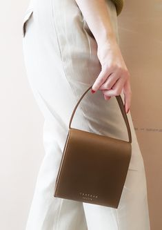 Purse For Teens, Handbag Storage, Leather Handbags, Leather Bags, Malva, Slow Fashion, Luxury Handbags, Leather Craft, Mini Bag