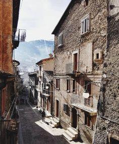 """[#alleysofitaly] """"Visitare i #paesini e girare l'#Italia in lungo e largo è una di quelle cose che non mi stancherá mai."""" by giuliotolli"""