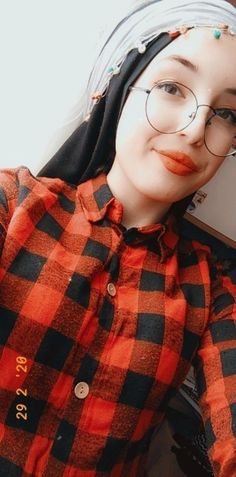 Teenage Girl Photography, Fake Girls, Hijabi Girl, Cute Girl Photo, Girl Photos, Couples, Kpop, Painting, Fashion