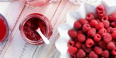 Homemade Raspberry Chia Jam. Make this recipe as it is Part One of an awesome recipe we will be sharing this week. Chia Seed Recipes Easy, Easy Cake Recipes, Vegan Recipes, Sugar Free Recipes, No Sugar Foods, Low Sugar, Sarah Wilson, Healthy Jam Recipe, Paleo Jam
