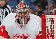 Petr Mrazek follows the puck, 01/13/2015