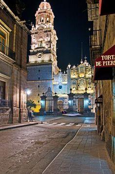 Si quieres descubrir un verdadero tesoro colonial, visita #Morelia estas próximas vacaciones, no te vas a arrepentir #SéBienvenidoAquí
