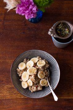 Flockenfrühstück mit gekeimter Braunhirse und Blütenpollen I Carrots for Claire