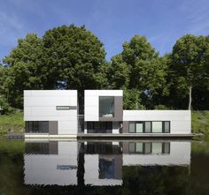 Eine Piloprojekt wurde am Eilbekkanal in Hamburg gestartet: Hier sehen wir das Hausboot von DFZ Architekten https://www.homify.de/ideenbuecher/43850/hausboot-im-schoenen-hamburg