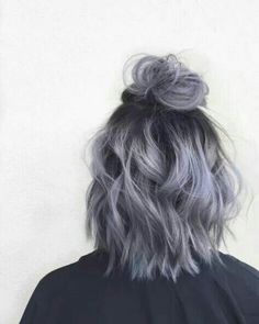Metallic half-up top knot by April Marie Madsen Metallic-Haarknoten von April Marie Madsen short hairstyles ideas White Ombre Hair, Ombre Hair Color, Cool Hair Color, Hair Colors, Ombre Brown, Short Hair Updo, Curly Hair Styles, Wavy Updo, Purple Wig