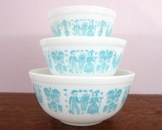 "Vintage Pyrex ""Amish Butterprint"" Mixing Bowls"