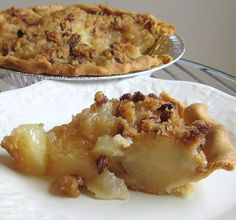 This pear streusel pie can be made with canned, drained pear slices, and a purchased crust. It's easy and delicious. Pear Recipes Easy, Pear Dessert Recipes, Desert Recipes, Delicious Desserts, Easy Desserts, Canned Pear Pie Recipe, Canning Recipes, Gourmet Recipes, Gourmet Foods