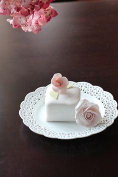 Petit Cake with miniature rose