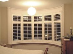 Wooden bay window with stylish shutters Bay Window Inspiration, Window Ideas, Bay Window Shutters, Bay Windows, Blinds For Windows Living Rooms, Curtains With Blinds, Bay Window Dressing, Bow Window Treatments, White Blinds