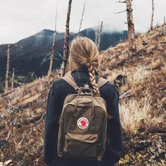 Shop Fjallraven Kanken Classic Sand Backpack at Urban Outfitters today. Mochila Kanken, Style Hippie Chic, Gypsy Style, Boho Chic, Urban Outfitters France, You Are My Superhero, Trekking Outfit, Pelo Vintage, Backpack Outfit