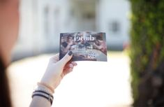 #lenticularcard for #LebenshilfeOÖ by www.diejungenwilden.at Corporate Design, Lens, Polaroid Film, Cards, Make A Donation, Joie De Vivre, Boys, Map, Brand Design