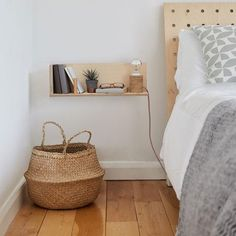 End of Line: CornerShelf - Floating Wooden Shelf - Midi Contemporary pegboard storage systems - made Floating Shelves Bedroom, Bed Shelves, Wooden Shelves, Floating Nightstand, Nightstand Ideas, Wooden Bedside Table, Bedside Tables, Shelving Over Bed, Wooden Furniture Bedroom
