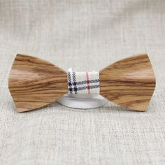 Elegant Slim Wooden Bow Tie: Made out of attractively brown rich grained wood with significant wood details on the wings, this bow tie is not just any ordinary piece of accessory. bowselectie.com