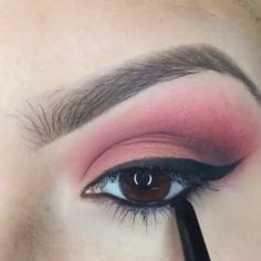 """Eyeshadows & eyeliner by @MakeUpBy_Isela Song: """"Lil Love"""" by. Bone Thugs-N-Harmony ft. Mariah Carey"""