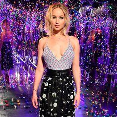 Jennifer Lawrence and Chris Pratt Teleport to Some Sort of Glamorous Stranger Things Wonderland Cabelo Jennifer Lawrence, Jennifer Lawrence Photos, Chris Pratt Passengers, Jenifer Lawrens, Jennifer Laurence, American Actress, Celebs, Actresses, Beautiful