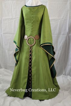 Adult Scottish Queen Custom Costume por NeverbugCreations en Etsy, $700,00