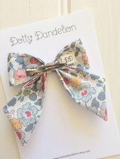 Floral Sailor Bow Girls Hair Clip Liberty Of London Liberty Diy Bow, Diy Ribbon, Ribbon Bows, Making Hair Bows, Diy Hair Bows, Diy Plaster, Large Hair Bows, Fabric Bows, Hair Accessories For Women